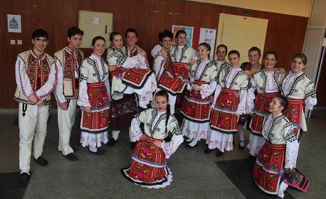 10 посещения на народни танци за начинаещи