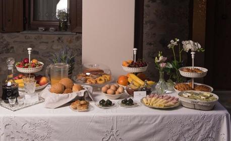 Май, Юни и Юли на Олимпийската ривиера - в Литохоро! 2 или 3 нощувки със закуски за двама или четирима