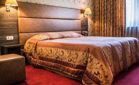Зима във Велинград! 2 нощувки със закуски за двама, плюс релакс зона и минерални басейни