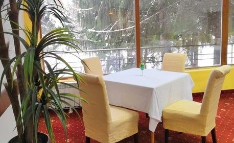 Романтичен Свети Валентин за двама в Боровец! 2 нощувки със закуски и вечери - едната празнична