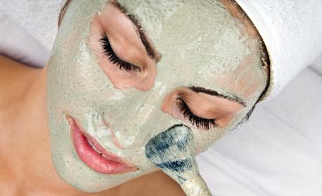 Дълбоко почистване на лице, плюс ензимен пилинг и диамантено дермабразио, от Салон Bossa Nova
