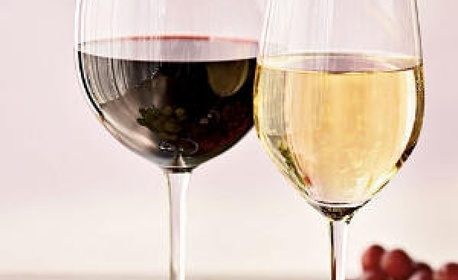 Романтичен пакет за двама! Адонай масаж на цяло тяло с ароматни масла, бяло или червено вино, плато плодове и минерална вода