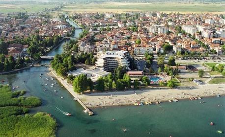 За 8 Март на Охридското езеро! 2 нощувки със закуски и празнични вечери с жива музика в хотел Бисер 4* в Струга