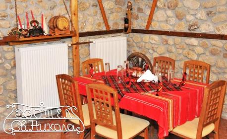 Романтична почивка в Мелник! Нощувка със закуска и вечеря за двама