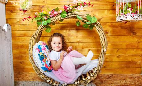 Семейна пролетна фотосесия в студио - с 3 ръчно изработени декора и до 100 обработени кадъра