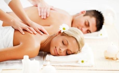 Релакс за двама! Синхронен масаж на цяло тяло, точков масаж на глава и лице и рефлексотерапия, плюс плодова салата и вино
