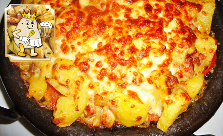 Картофите на царя - с бекон, шунка, лук, топено сирене, сметана, кашкавал и домати
