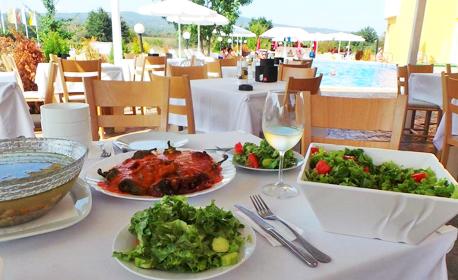 Късно лято в Проморско! Нощувка със закуска и възможност за вечеря
