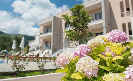Пролетни празници на остров Тасос! 2 или 3 нощувки за двама възрастни с до две деца, в Лименас