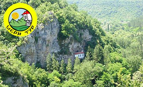 Наесен из Западна България! Еднодневна екскурзия до Разбоишки манастир, Букоровски манастир и водопад Котлите