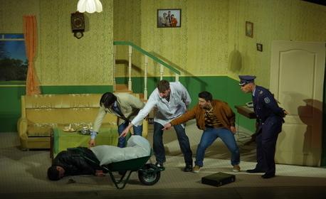 """Гледайте пиесата """"Том, Дик и Хари"""" - на 24 Юни"""