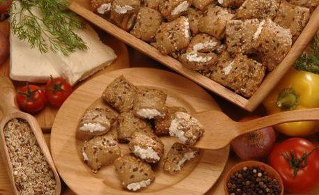 55 броя солени хапки от ронливо маслено тесто - с вкус по избор
