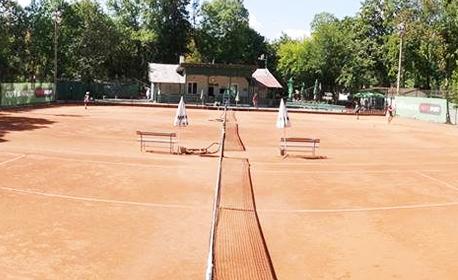 Поиграй тенис! 1 или 3 тренировки за начинаещи, с треньор и ползване на корт, ракета и топка