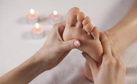 Лечебна масажна терапия на гръб и крака с масла от салвия и хвойна - без или със рефлексотерапия на ходила и длани
