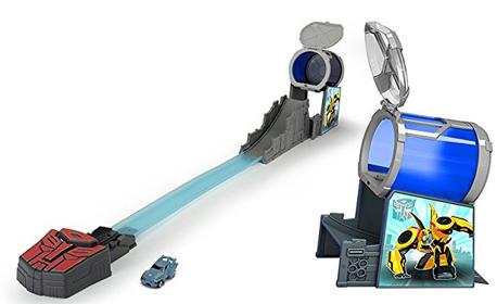 Забавление за малчугана! Скоростна писта Капсула Transformers Dickie