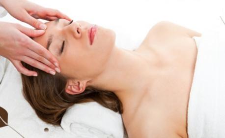 Класически масаж на цяло тяло с етерични масла, плюс масаж на лице