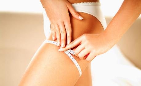 Антицелулитен масаж на проблемни зони със загряващо олио, плюс терапия за отслабване с вендузи