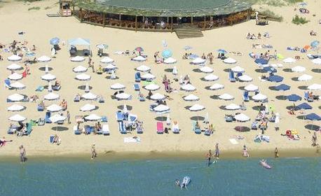 През Юни в Слънчев бряг! Нощувка със закуска и вечеря - на 50м от плажа
