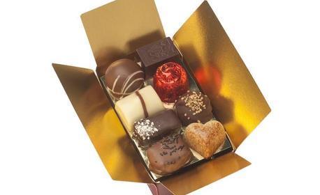 Кутия с шоколадови бонбони асорти