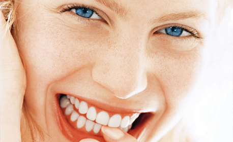 Преглед, почистване на зъбен камък и полиране, или лечение на кариес с фотополимерна пломба