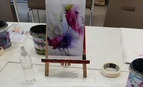 3 часа рисуване с aкварел с напътствия от художник, плюс чаша вино