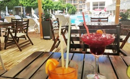 През Август в Свети Влас! Нощувка със закуска - на 100 метра от плажа