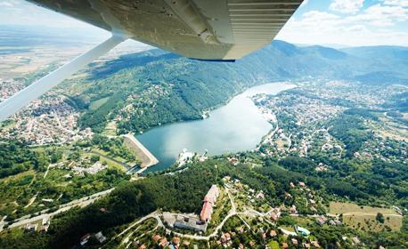 Подари адреналин! Панорамен полет със самолет над Панчаревско езеро - за един или за до трима
