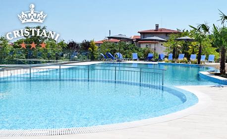 Лято за двама в Созопол! Нощувка със закуска и възможност за вечеря, плюс открит басейн