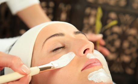 Дълбоко почистваща и хидратираща терапия на лице с екстракт от морски водорасли, плюс почистване с ултразвукова шпатула