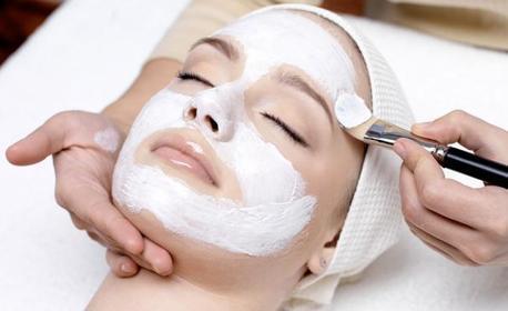 Мануално почистване на лице или диамантено микродермабразио, плюс ампула