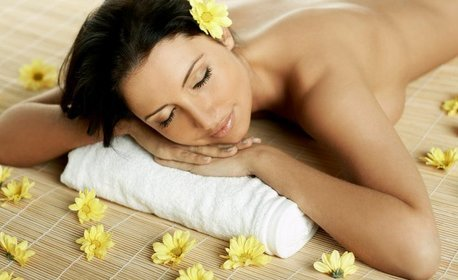 Масаж по избор - детоксикиращ на гръб или релаксиращ на цяло тяло, плюс хидратиране с продукт на Bath & Body