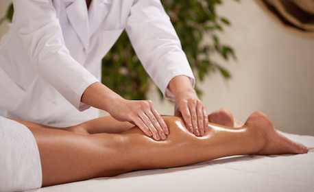 Терапия за уморени крака или релаксиращ аромамасаж на цяло тяло, рефлексотерапия на стъпала и масаж на скалп