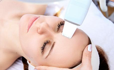 Ултразвуково или класическо почистване на лице, плюс въвеждане на серум с мезотерапия и грижа за околоочен контур