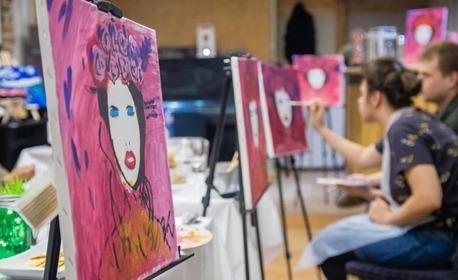 3 часа рисуване с напътствията на професионален художник, плюс чаша вино