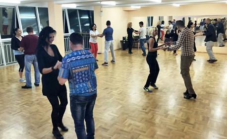 4 посещения на пилатес или на латиноамерикански или стандартни танци
