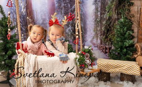 Семейна коледна фотосесия в студио с 5 декора - със 7 или 10 обработени кадъра