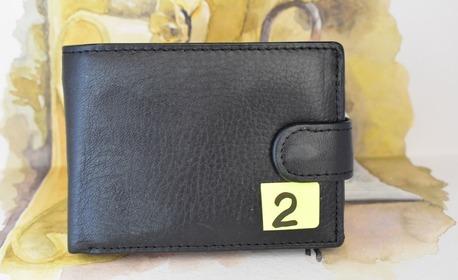 Мъжко портмоне от естествена кожа в черен цвят, модел по избор