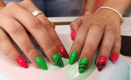 Поставяне на UV гел върху естествени нокти, ноктопластика или апаратен SPA педикюр, плюс лакиране с гел лак и 2 декорации