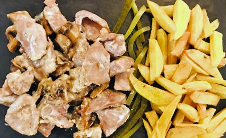 Куверт със салата, основно ястие и десерт, по избор