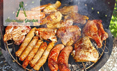1.5кг плато! Ущипци, сръбска наденица, телешки суджук, свинска и пилешка пържола, печени картофи и лютеница