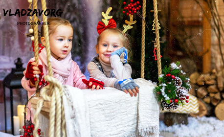 Семейна коледна фотосесия с 5, 10 или 15 художествено обработени кадъра и избор от 5 декора