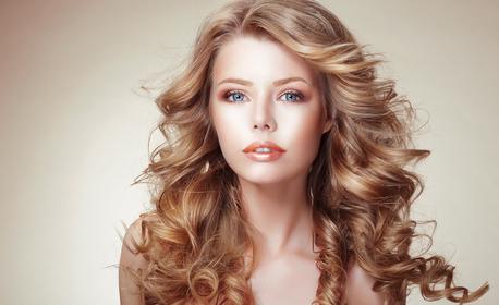 Масажно измиване на коса и оформяне на прическа със сешоар, плюс оформяне на вежди