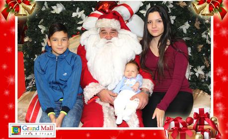 Заснемане с Дядо Коледа в Grand Mall Varna, плюс отпечатване на 2 снимки - без или със сувенир със снимка на клиента