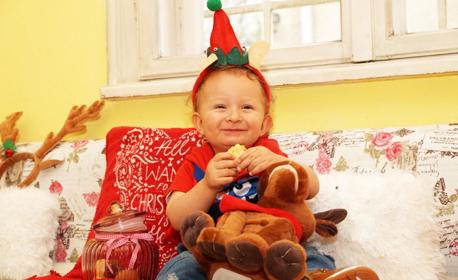 Коледна детска или семейна фотосесия в студио с до 30 обработени кадъра
