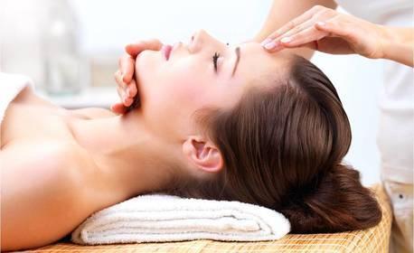 Релаксиращ масаж на лице, шия и деколте с топла ароматна свещ и етерични масла