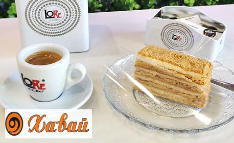 Парче Чийзкейк или торта Медовик, плюс чаша италианско кафе