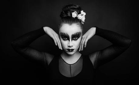 Професионална студийна черно-бяла фотосесия Black&White с 5 или 10 обработени кадъра