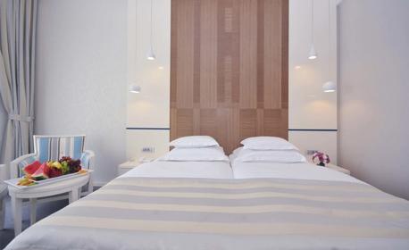 Ранни записвания за почивка в Будва! 5 или 7 нощувки със закуски в Хотел Bracera****, плюс транспорт