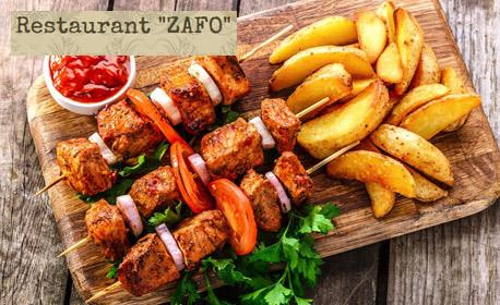 1.2кг плато сръбска скара! Плескавица, ущипци, пилешки шишчета и пържени картофки
