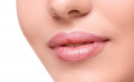 Безиглено влагане на филър със 100% хиалуронова киселина за уголемяване на устни